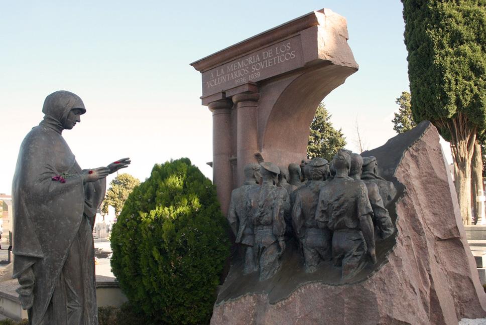 Monumento en Madrid en homenaje a los voluntarios soviéticos que lucharon en la Guerra Civil Española en 1936
